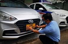 Casi 500 autos de servicio de transporte en Vietnam completan cambio de placa