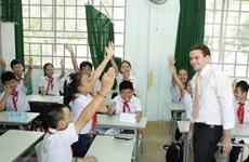 Voluntarios estadounidenses que enseñan inglés en Vietnam contribuyen a fortalecer los lazos