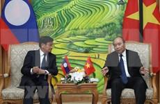 Primeros ministros de Vietnam y Laos discuten orientaciones estratégicas en desarrollo de nexos bilaterales