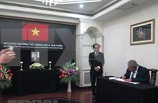 Rinden tributo póstumo a Le Kha Phieu en Brunéi, Bangladesh y Mozambique