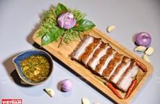 Carne de cerdo asada del antiguo pueblo de Duong Lam