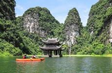 Travesía en kayak para contemplar la magnífica naturaleza de Trang An