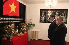 Rinden tributo póstumo a Le Kha Phieu en Argelia y Eslovaquia