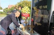 Rinden tributo a soldados vietnamitas caídos en Camboya en ocasión del Día Nacional