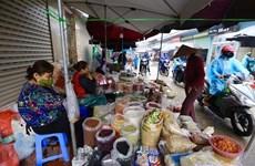 Mercados en Ciudad Ho Chi Minh refuerzan medidas preventivas del COVID-19