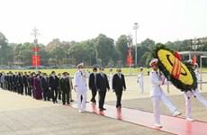 Dirigentes vietnamitas rinden homenaje al Presidente Ho Chi Minh