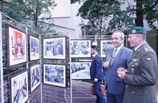 Exposición fotográfica conmemora Día Nacional de Vietnam en Praga