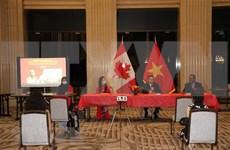 Presentan hitos dorados en la historia de Vietnam a amigos canadienses