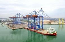 Doosan Vina entrega dos grúas gigantes a empresa portuaria Gemadept
