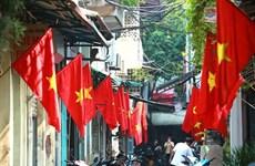 Aldea vietnamita por conservar el oficio tradicional de elaboración de bandera nacional