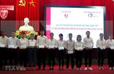 Más de 200 estudiantes de Thua Thien-Hue reciben becas de Vallet