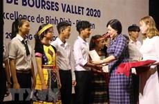 Estudiantes y maestros vietnamitas se benefician de becas Vallet