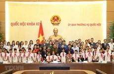 Vicepresidenta del Parlamento vietnamita alienta a niños desfavorecidos para superación de dificultades