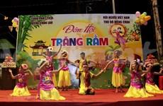 Celebran Festival del Medio Otoño para los niños vietnamitas en Laos