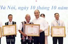 Elogia premier de Vietnam modelos a seguir en la movilización masiva