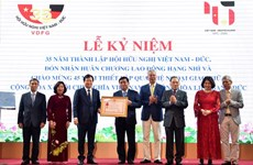 Entregan Orden del trabajo a Asociación de Amistad Vietnam-Alemania por sus contribuciones