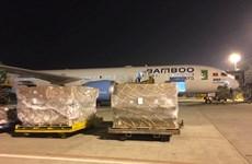 Bamboo Airways transporta gratuitamente artículos de ayuda a zonas afectadas por inundaciones