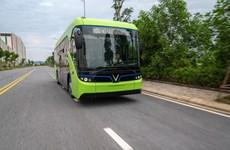 Realizan prueba del primer modelo de autobús eléctrico en Vietnam