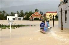Hospitales, ministerios y departamentos públicos brindan apoyo a la región central de Vietnam