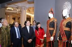 Países de la ASEAN presentan trajes tradicionales en Hanoi