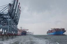 Provincia vietnamita recibe a súper buque de contenedores