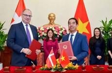Vietnam y Dinamarca firman Acuerdo sobre asuntos laborales de familiares de miembros de diplomáticos