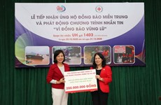 Cruz Roja de Vietnam suministra asistencia de emergencia a familias afectadas por inundaciones