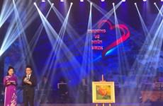 Programa artístico recauda fondo para pobladores afectados por desastres naturales en el centro de Vietnam