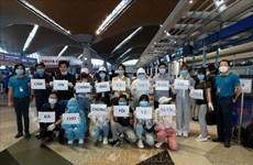 Retornan 290 ciudadanos vietnamitas desde Malasia