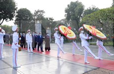 Rinden tributo al Presidente Ho Chi Minh a 90 años de fundación del Frente de la Patria