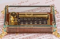 Suena el himno nacional de Vietnam en cajas musicales suizas