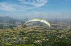 Espectáculo de parapentes divulga turismo de provincia montañosa vietnamita