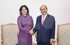 Primer ministro de Vietnam recibe a embajadora cubana