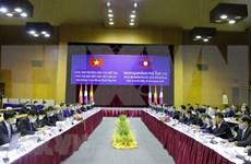Vietnam y Laos buscan facilitar circulación de mercancías en frontera terrestre común