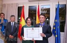 Recibe director general de VNA la Orden del Mérito Civil otorgada por el Rey de España