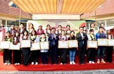 Destacan en Hanoi a estudiantes sobresalientes de minorías étnicas