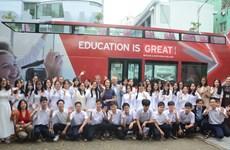 Miles de estudiantes vietnamitas participan en proyecto británico de educación