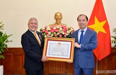 Otorgan Medalla de la Amistad al Embajador de Indonesia en Vietnam