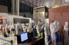 Repatrían a 350 vietnamitas de Emiratos Árabes Unidos y la India