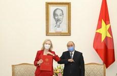 Fortalecen cooperación Vietnam y Reino Unido en medio del COVID-19