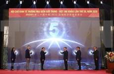 Rubrican contratos millonarios en feria de comercio Vietnam-China