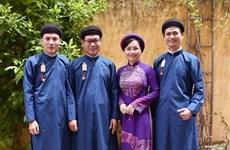 Preservan en Vietnam la belleza de Ao Dai masculino