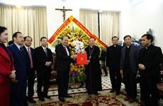 Felicita vicepremier de Vietnam a comunidad católica por Navidad