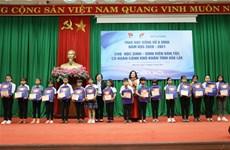 Otorgan becas a alumnos con dificultades económicas en provincia vietnamita