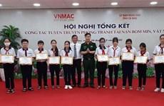 Elevan conocimientos de prevención de accidentes con bombas en Vietnam