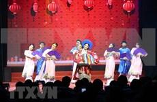 Ambiente festivo de Noche de Gala del Año Nuevo en Hanoi