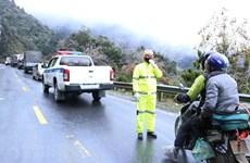 Carretera congelada obstaculiza la circulación de vehículos en Lao Cai