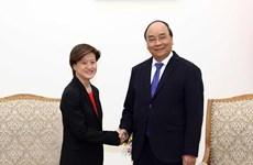 Premier de Vietnam invita a empresas tecnológicas de Singapur a invertir en su país