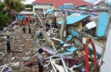 Intensas lluvias dificultan labores de rescate tras terremoto en Indonesia