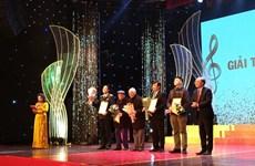 Honran a decenas de obras en premio musical vietnamita
